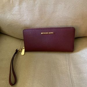 New MIchael KORS Purse and Wallet Ser